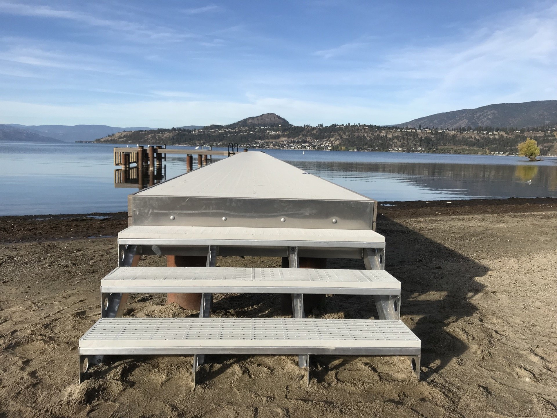 aluminum dock stairs leading up to aluminum floating dock