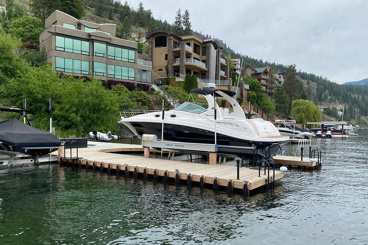 3 Ways Annual Service Benefits You and Your Boat Lift